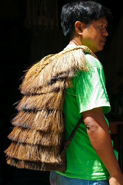 Photograph of an Ifugao man wearing the hunter backpack or bango.